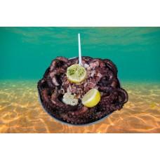 Праздничный Стрит Фуд и осьминоги со дна морского